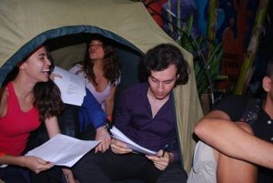 Gruppenkuscheln im Zelt :)